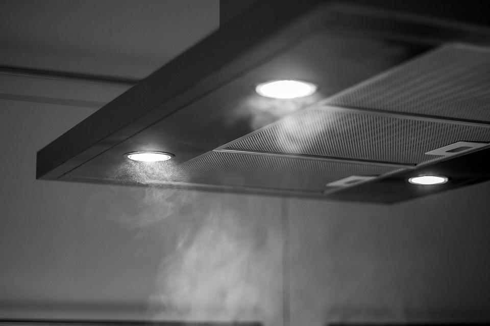 afzuigkap in de keuken met verlichting