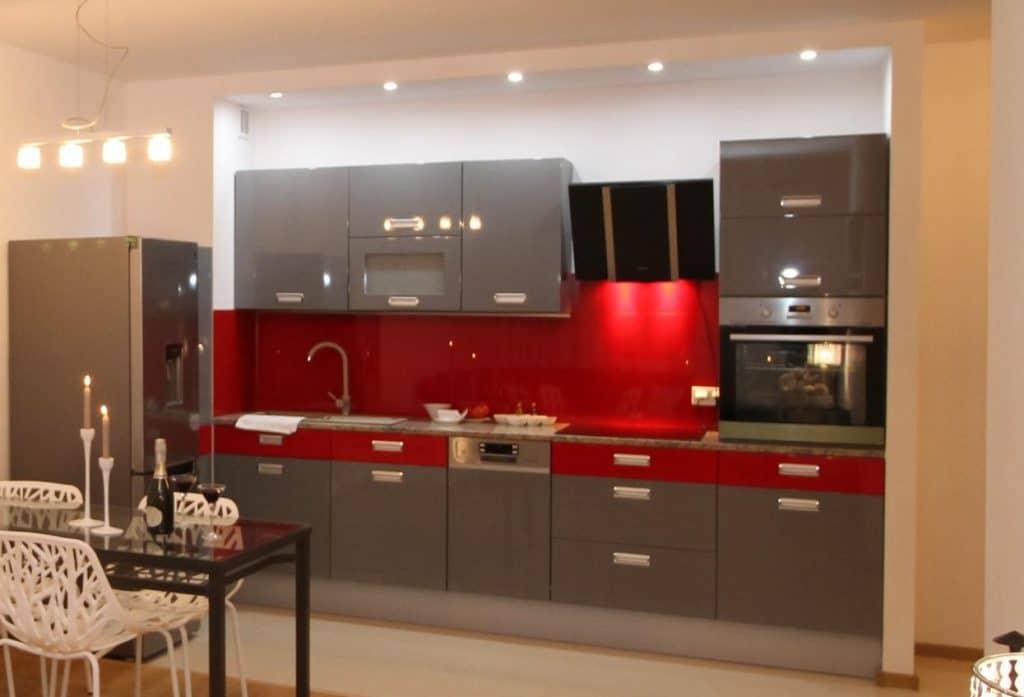 tiny house keuken schouwkap tussen hangkasten